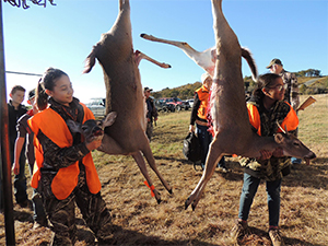 girls_deer_hunt
